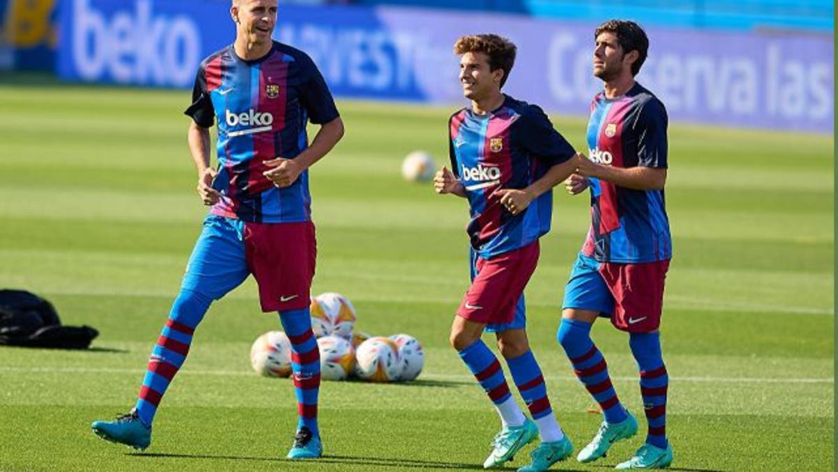 Sergi Roberto and Riqui Puig work hard by a place in the Barça
